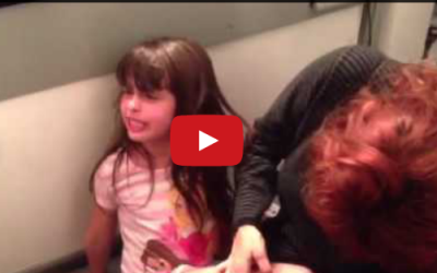 "Little Girl Endures Splinter Removal By Singing Dramatic & Hilarious Rendition of ""Frozen"" Song"