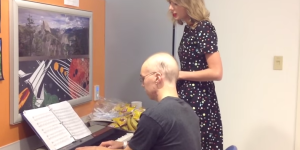 Taylor Swift Sings With Leukemia Patient, Steals Our Hearts